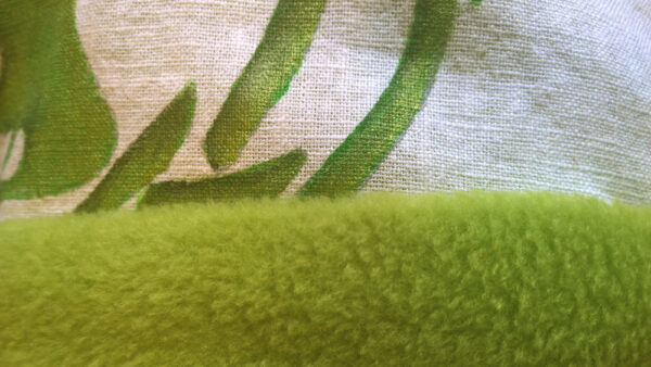Babydecke-Leinen-Handbemalt-Lebensbaum-Rückenteil-Fleece-grün-Nahaufnahme