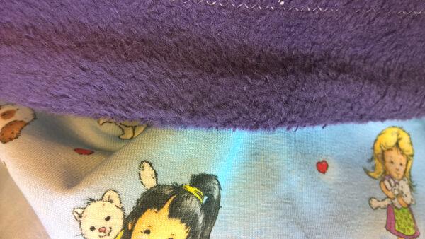 Babydecke-Mädchen-mit-Tieren-Trico-Rückwand-Baumwollfleece-lila-Nahaufnahme
