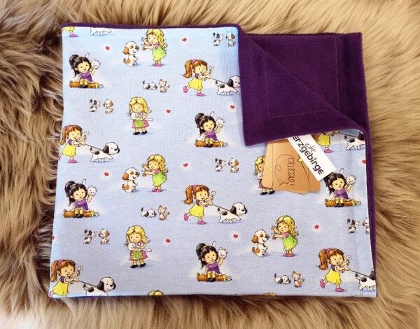 babydecke-Mädchen-mit-Tieren-hellblau-lila