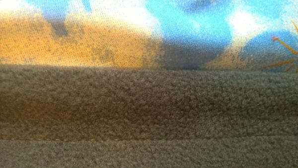 Babydecke-Webstoff-einfach-Teddy-und-Käfer-Rückwand-Fleece-grau-Nahaufnahme