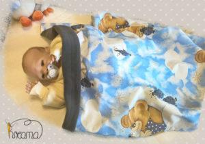 Babydecke-Webstoff-einfach-Teddy-und-Käfer-Rückwand-Fleece-grau-mit-Puppe-Shop