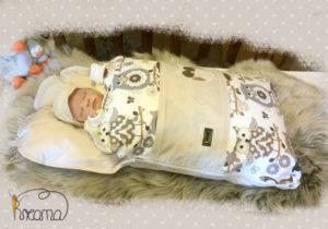 Babyschlafsack-Steckkissen-Eule braun-Punkte-natur-mit-Puppe-seitlich-Shop