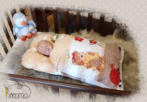 Babyschlafsack-Steckkissen-Teddy-Garten-all-over-mit-Puppe-seitlich-Shop