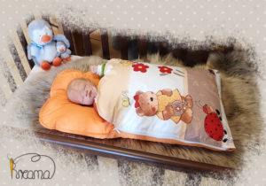 Babyschlafsack-Steckkissen-Teddy-Garten-uni-orange-mit-Puppe-seitlich-Shop