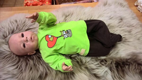 Babyshirt-Wickelshirt-Trico-grün-Applikation-Ballon-mit-Puppe