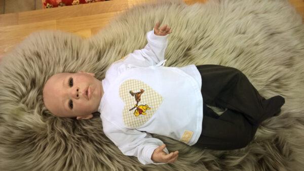 Babyshirt-Wickelshirt-Trico-weiß-Applikation-Herz-Winni-Pooh-mit-Puppe