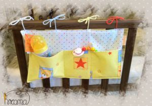 Bettutensilo-Betttasche-Teddy gelb-Kästchen-blau-mit-Teddy-hängend-Shop