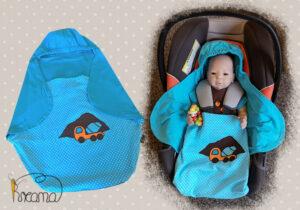 Einschlagdecke-Sommer-Trico-Applikation-LKW-blau-Punkte-blau-mit-Puppe-in-Babyschale-Shop