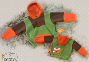 Fleecepulli-Fuchs-braun-grün-orange-von-vorn-Shop