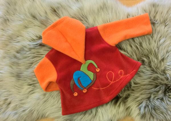 Fleecepulli-Narr-orange-rot-von-hinten