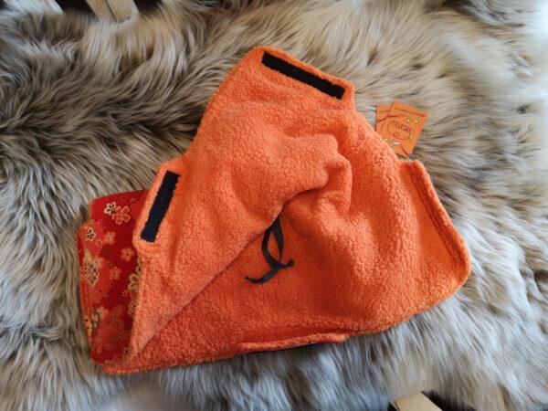 Kutschenmuff-orange-Blumen-teils-offen