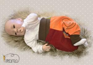 Pumphose-Babyhose-Cord-Spirale-orange-rot-Bündchen-braun-mit-Puppe-Shop