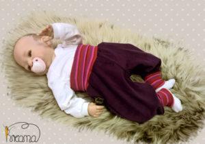 Pumphose-Babyhose-Cord-beere-mit-Puppe