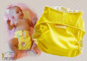 Gewebespreizhose, Spreizwindelhose Punkte gelb mit Baby