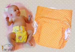 Gewebespreizhose, Spreizwindelhose Punkte orange mit Baby