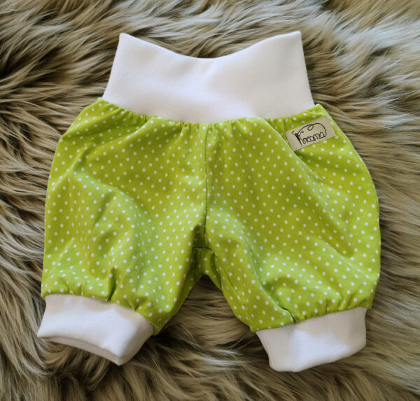 Tricohose-Babyhose-Pumphose-Punkte-grün-kurz