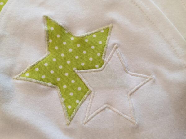 Wickelshirt-Punkte-grün-mit-Applikation-Sterne-ohne-Puppe