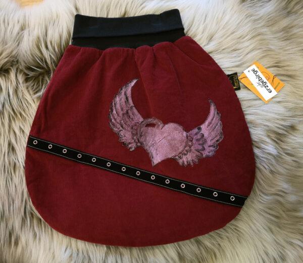 Strampelsack-Flügelherz-rot-schwarz-mit-Oesenband-ohne-Puppe