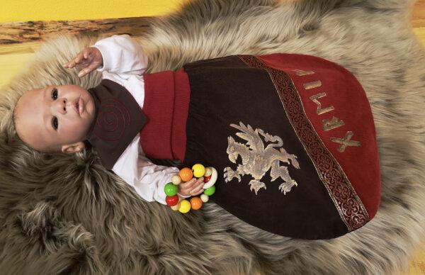 Strampelsack-Greif-rot-braun-mit-Borte-mit-Puppe