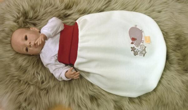 Strampelsack-Sweat-natur-Applikation-Hase-Bündchen-rot-mit-Puppe