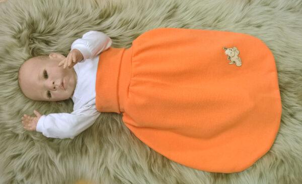 Strampelsack-Sweat-orange-Applikation-Hund-mit-Puppe