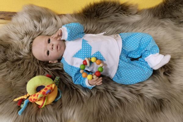 Wickelshirt-Hose-Punkte-blau-mit-Puppe-4