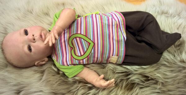 Wickelshirt-Trico-kurzarm-Streifen-bunt-Ärmel-grün-mit-Puppe