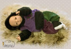 Zipfelpulli-Baumwollfleece-lila-Fleece-schwarz-Narr-mit-Puppe-Shop