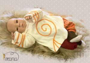 Zipfelpulli-Nicky-natur-Spirale-orange-mit-Puppe-Shop