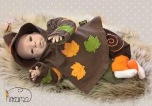 Zipfelpulli-braun-Blätter-orange-grün-mit-Puppe-Shop